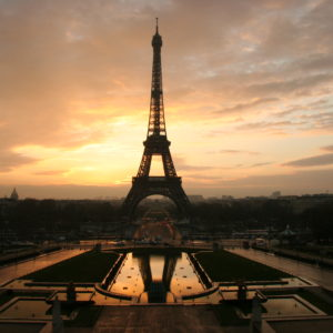 Eiffel_tower_at_dawn_horizontal